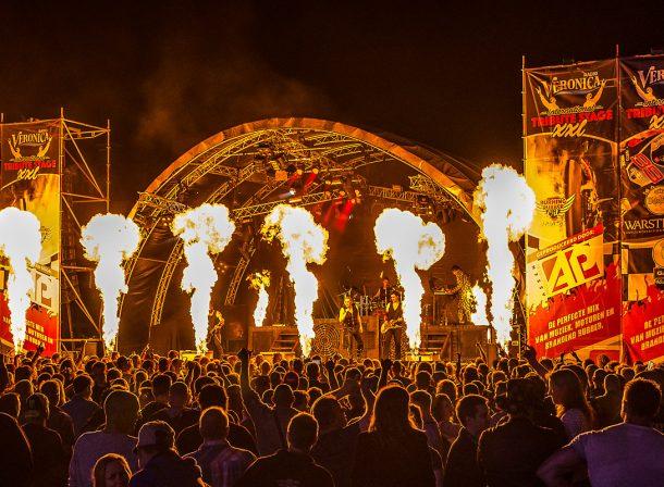 Optreden van Feuerengel met veel special effects - TT Festival Assen 2016